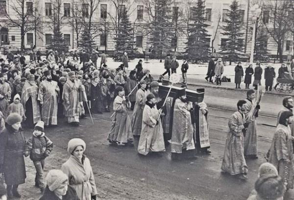 Перенесение мощей свт. Фаддея Тверского в Вознесенский собор. Декабрь 1994 года
