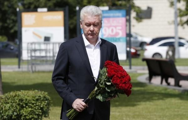 Москвичи почтили память жертв катастрофы на Арбатско-Покровской линии метро