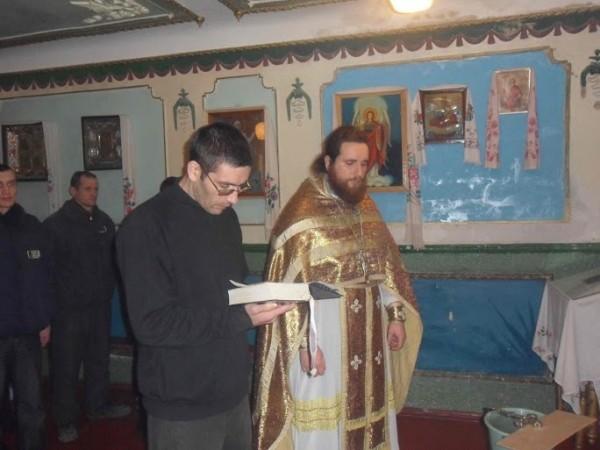 Священник Евгений Буркацкий. Водосвятие в колонии