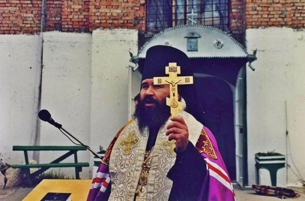 Молебен у строящегося Михаило- Архангельского собора г. Рыбница. Октябрь 1995 года