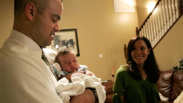 Тони и Анна Эшфорд с приемным сыном Кристианом. CNS photo/Tim Hunt