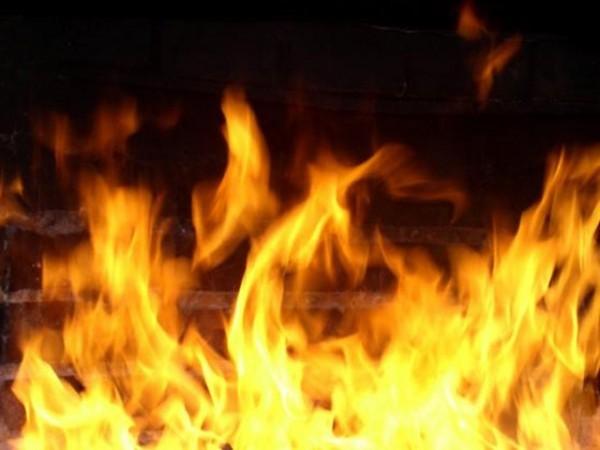 Житель Кирова потушил пожар в доме соседки до прибытия сотрудников МЧС