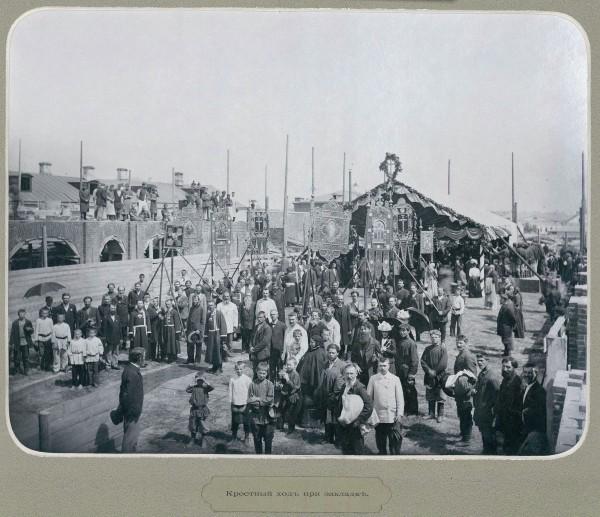 1902 г. Крестный ход  к строящемуся Епархиальному дому
