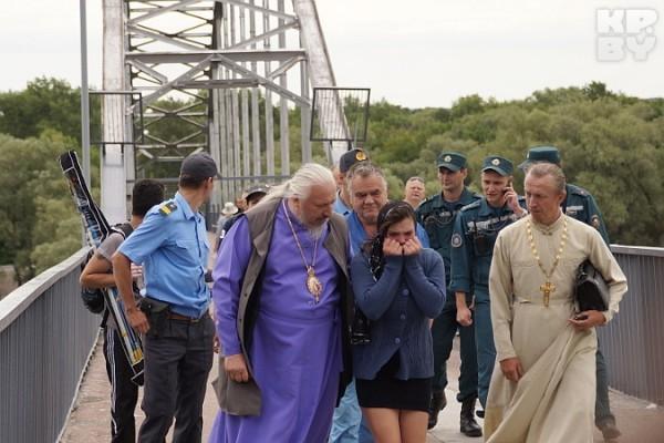 Епископ Гомельский и Жлобинский Стефан уговорил девушку не прыгать с моста