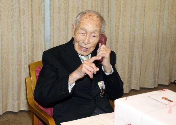 Старейший мужчина на Земле скончался в Японии