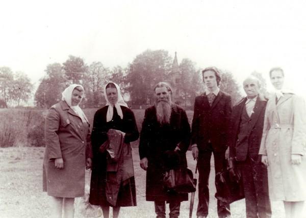 Паломничество в Маршово. Третий слева о. Михаил Зимин, четвертый слева Вячеслав Лебедев