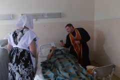 Священники Красноярской епархии оказывают помощь пострадавшим в ДТП на трассе «Байкал»