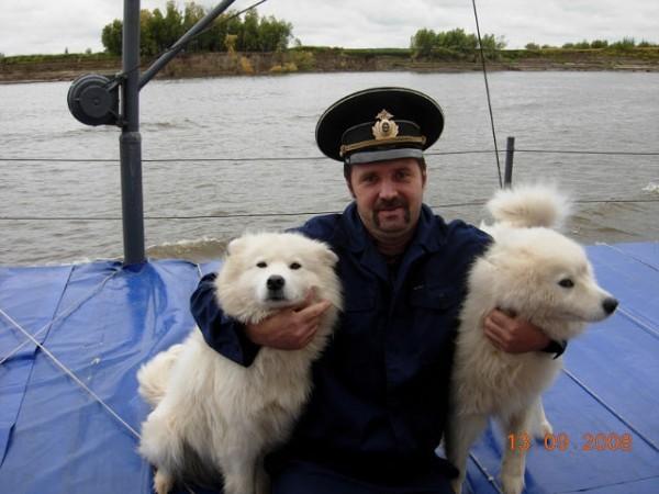 Капитан судна спас тонущих подростков в Томской области