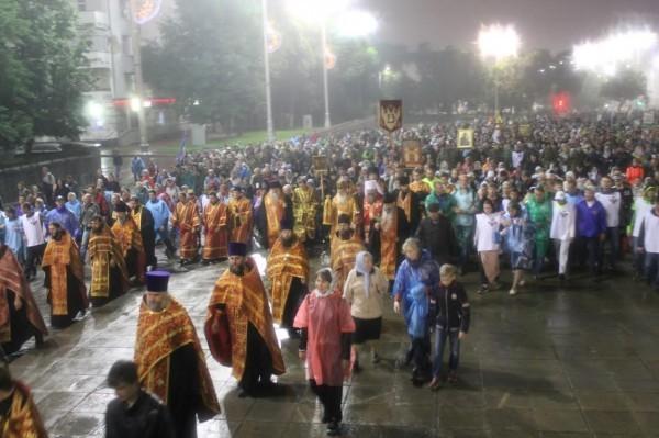 Царским крестным ходом в Екатеринбурге прошли 60 тысяч человек
