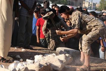 Боевики ИГИЛ уничтожили знаменитую древнюю статую в музее Пальмиры