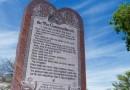 В США хотят демонтировать знаменитый монумент с десятью заповедями