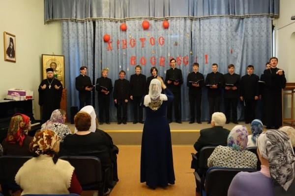 Выступление хора Томской духовной семинарии в сопровождении сурдоперевода