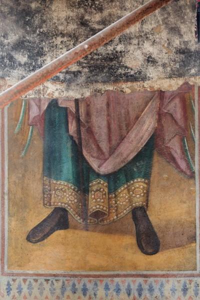 Под более новой росписью раскрыта старая фреска