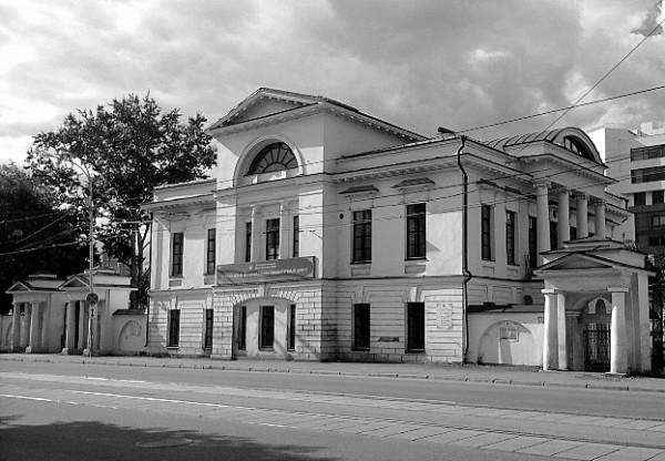 Малая усадьба купцов Рязановых. В подвале этого здания расположен Музей святости, исповедничества и подвижничества на Урале в ХХ веке