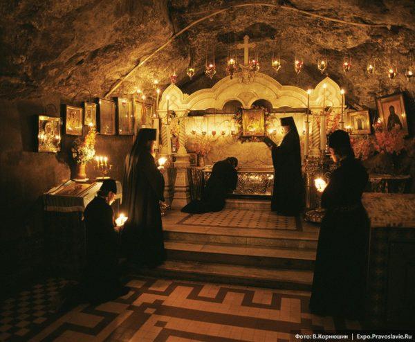монастырь. Где живут монахи?
