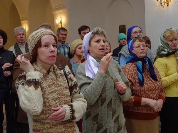Пение глухих в храме