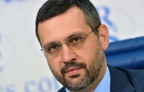 Владимир Легойда, комментируя инцидент с барельефом, призвал СМИ тщательно проверять информацию