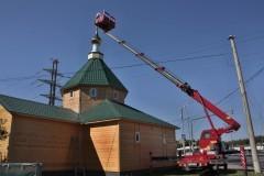 На купол храма князя Владимира в Митино был установлен крест
