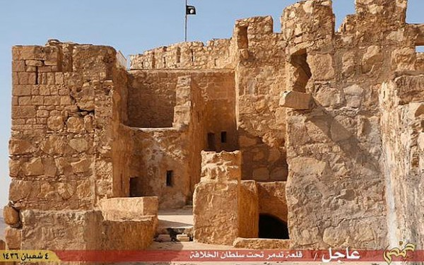 Palmyra_castle_Isi_3315596b