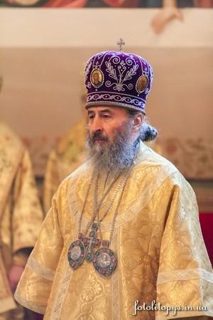 Pervaia_liturgiia_mestobliustitelia_mitropolita_Onufriya_17_JPG_450x450_q100