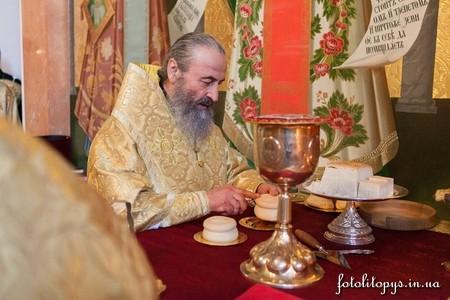 Pervaia_liturgiia_mestobliustitelia_mitropolita_Onufriya_22_1_JPG_450x450_q100