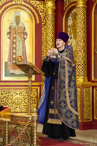 Священник Евгений Морозов. Сурдоперевод молебна