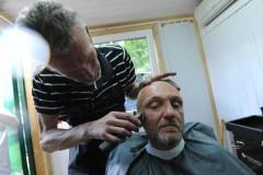 Парикмахерскую для бездомных открыли в Москве