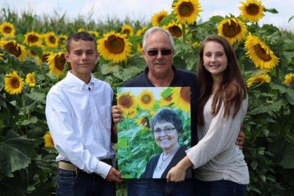 Американский фермер посадил тысячи подсолнухов в память об умершей жене (+видео)