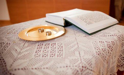 Венчание в субботу, брачный договор и развод «по-христиански» - обсуждают священники ПСТГУ