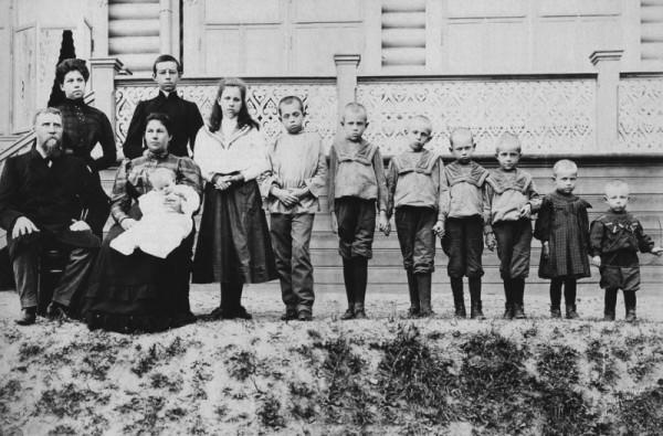 Семья купца Поленова, растрелянная в 1918 году большевиками