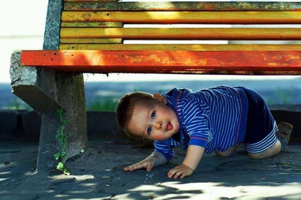 Русская мама унижает сына заставляя целовать ей ножки видео