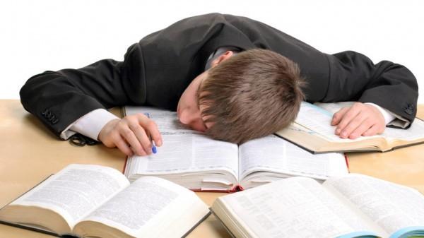 Почему школьник ненавидит чтение в целом и Чехова в частности?