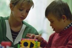 Церковь будет устраивать в семьи отказников с синдромом Дауна