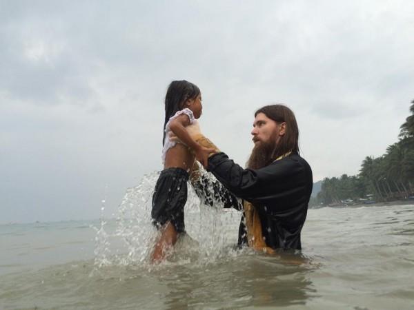 Почти 200 филиппинцев приняли крещение в Православие