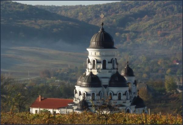 Жители Молдавии больше всего доверяют Церкви