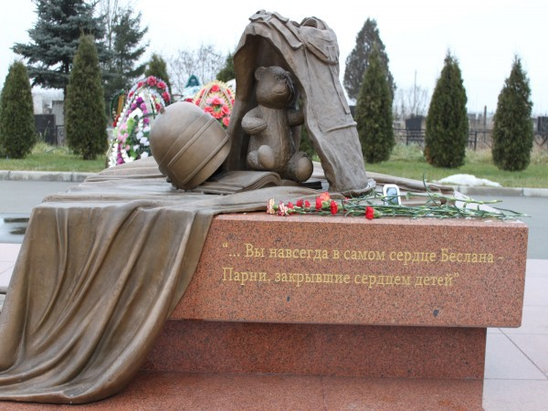Чтим память погибших в Беслане Pamyatnik-geroyam-beslana-600x450
