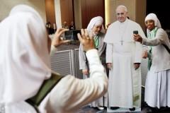 Папа Франциск считает, что традиционная семья находится под угрозой