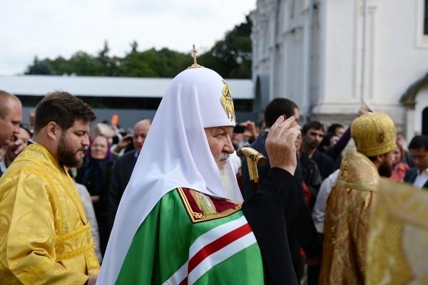 Патриарх Кирилл возглавил крестный ход в честь 700-летия начала служения в Москве святителя Петра