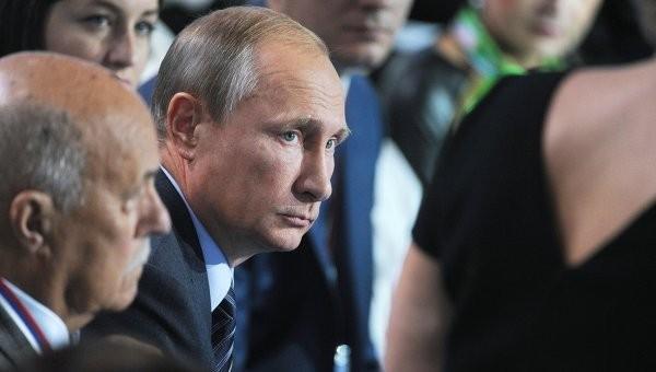 Владимир Путин: Библия, Коран, Танах, Ганджур и цитаты из них не должны рассматриваться как экстремистские материалы