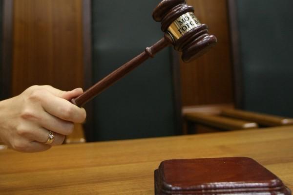 Сотрудница французской мэрии осуждена за отказ регистрировать однополый брак