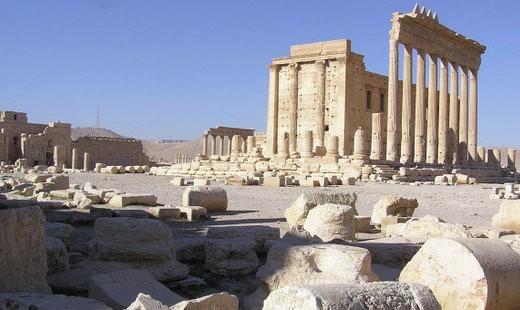 Боевики подорвали в Пальмире три античные колонны вместе с людьми