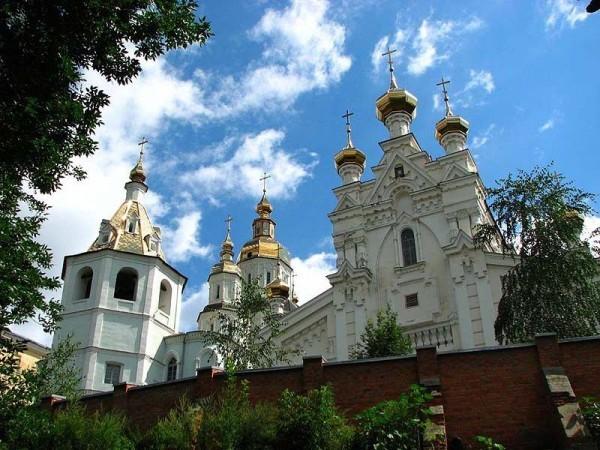 В Харькове около монастыря нашли бутылки с зажигательной смесью