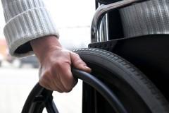 В Смоленске соседи отказали инвалиду в установке пандуса в подъезде