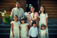 Под Покровом Богородицы: правила жизни многодетной семьи