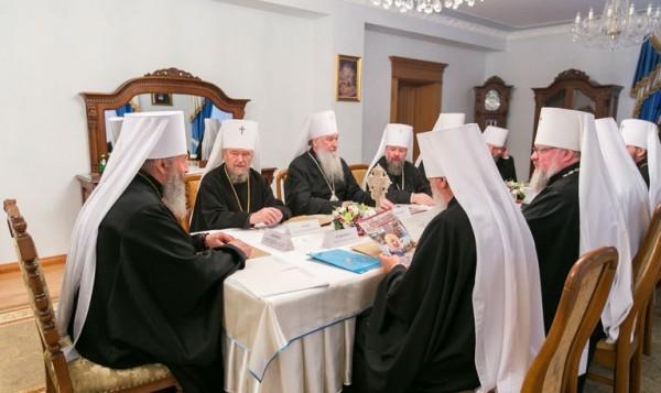 Синод УПЦ призвал верующих не поддаваться на провокации