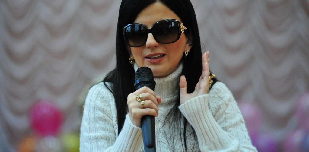 Диана Гурцкая: Да, я в черных очках, ну и что? Такая вот жизненная ситуация