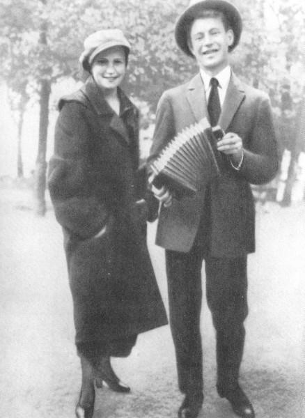 Сергей Есенин с сестрой Екатериной. Москва. 1925 год