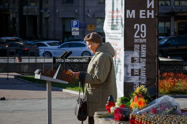 Акция, посвященная памяти жертв политических репрессий, проходит в Москве (+ фото)