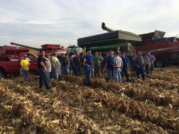Соседи помогли убрать урожай умирающему от рака американскому фермеру