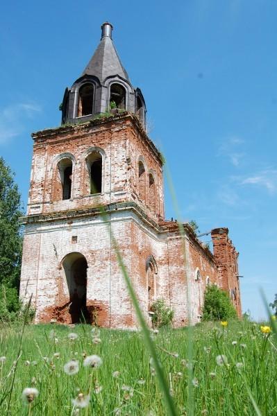 Каменная Троицкая церковь в Секинесе